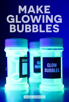 DIY Glow Bubbles for Blacklight Party - Cheap & Easy Recipe Halloween Science: DIY Glow Bubbles for Blacklight Parties and more Black Light Party Ideas via Paging Supermom Disco Party, Glow In Dark Party, Black Light Party Ideas, Glow Stick Party, Glow Sticks, Bolo Neon, Science Party, Science Diy, Halloween Science