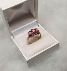 18 mm Nostalgischer Ring Gold 375 Turmalin rosa & Diamanten Vintage GR625 Jewelry Gifts, Fine Jewelry, Ringe Gold, 10k Gold Ring, Nickel Plating, Jewelry Packaging, Vintage Diamond, Diamond Stone, Yellow Gold Rings