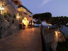 Hotel Punta Tragara, designed by Le Corbusier, in Capri, Italia. Amalfi Coast Tours, Amalfi Coast Italy, Capri Italy, Positano, Sorrento, Beautiful Places To Visit, Places To See, Dream Vacations, Vacation Spots