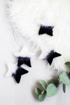 Make these DIY Needle Felted Christmas Tree Star Ornaments in minutes and work out some of that Christmas stress while you& at it! Diy Christmas Decorations, Diy Christmas Star, Christmas Tree Star, Felt Christmas, Christmas Holidays, Christmas Crafts, Xmas, Modern Holiday Decor, Holiday Ideas
