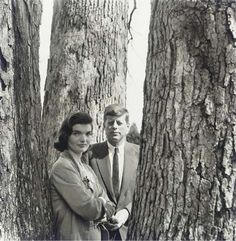Jacqueline Kennedy Photographs: Jackie Kennedy Campaign, Shorter Hair, New Baby, etc. Jacqueline Kennedy Onassis, John Kennedy, Jackie Kennedy Style, Les Kennedy, Jaqueline Kennedy, The Kennedy Family, Kennedy Wife, Diana Vreeland, Lauren Bacall