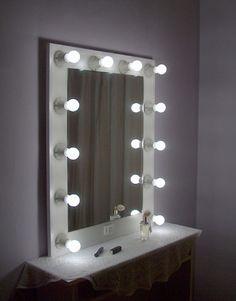 http://www.luzdeestrellas.com Espejo de camerino, como los que utilizan las estrellas de cine, teatro, y televisión. ¡No sea menos que ellos!