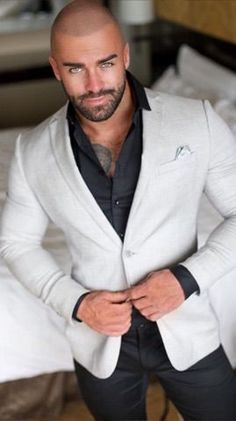 Moda casual hombre outfits guys 44 ideas for 2019 is part of Bald men style - Beautiful Men Faces, Gorgeous Men, Clint Chadwick, Bart Styles, Stylish Men, Men Casual, Bald Men Style, Costume Sexy, Bald With Beard