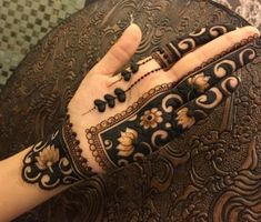 Moreover it is important to pick the Latest and Beautiful Henna Bridal mehndi designs that can give you the best nature of the designs along with Images . Modern Henna Designs, Latest Bridal Mehndi Designs, Indian Mehndi Designs, Mehndi Designs 2018, Stylish Mehndi Designs, Mehndi Design Photos, Wedding Mehndi Designs, Mehndi Designs For Fingers, Henna Tattoo Designs