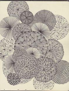 Black and white floral pattern. via Formes géométriques