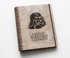 Originálny drevený zápisník, drevene, notebook, diar, slovakia, slovenske, slovensko, darth vader, Star Wars, darček, darček pre muža, gift Star Wars, Darth Vader, Stars, Sterne, Starwars, Star, Star Wars Art