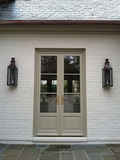 I really love painted brick. if only my husband would give in I like the white brick, the the color of the door would look great as trim color and garage door color Café Exterior, Exterior Design, Bungalow Exterior, Exterior Remodel, Cottage Exterior, Exterior French Doors, Beige House Exterior, White Wash Brick Exterior, Colonial Cottage
