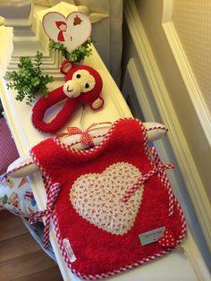 Caperucita Roja: Babero de toalla doble