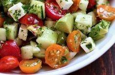 Recette d'une salade qui dégonfle l'abdomen et vous aidera à perdre du poids !