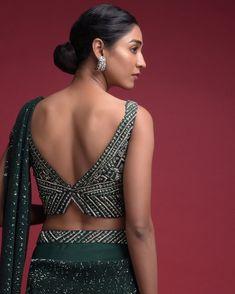 Sari Design, Choli Blouse Design, Sari Blouse Designs, Fancy Blouse Designs, Bridal Blouse Designs, Latest Blouse Neck Designs, Blouse Styles, Back Design Of Blouse, Back Neck Designs