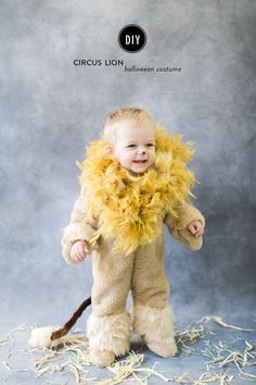 Using faux fur, a feather boa and a store bought snow suit, you can make this easy DIY children's lion costume for Halloween. Baby Lion Costume, Lion Halloween Costume, Baby Costumes, Circus Family Costume, Family Halloween Costumes, Halloween Kids, Halloween 2017, Happy Halloween, Halloween Party