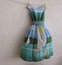 love love this dress! Bluebird vintage,awesome awesome blog!#bluebirdvintage #printed dresses #mooi @Nelia Pieters