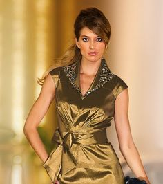 Blusas de fiesta para mujer | Blusas de fiestas Satin Blouses, Got The Look, Beautiful Blouses, Wrap Dress, Short Sleeve Dresses, Tops, Women, Spanish, Fashion