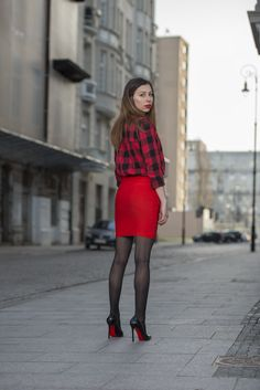 Nylons, Pantyhose Outfits, Black Pantyhose, Red Skirts, Mini Skirts, Sheer Tights, Black Stockings, Sexy High Heels, Well Dressed