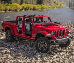 It is official, the 2019 Jeep Gladiator is here, and it is glorious! The Gladiator, is an all-new model that puts everything Jeep lovers love in a ride with a bed. As for specs, the Gladiator´s frame is 31 inches longer than the JL Wrangler Unlimited Wrangler Jeep, Jeep Wranglers, Jeep Wrangler Unlimited Rubicon, Auto Jeep, Jeep Pickup Truck, Chevy Trucks, Big Trucks, Pickup Camper, Jeep Jl