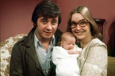 Ray (Neville Buswell) & Deidre (Anne Kirkbride) with daughter Tracy (Christabel Finch) Anne Kirkbride, British Drama Series, Strong Character, 60s Music, Soap Stars, Coronation Street, Old Tv Shows, Classic Tv