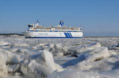 Ms Friesland vaart door het ijs bij Terschelling (febr. 2012). Foto: S. Schoustra