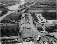 Queens Ave construction in the mid 1970s. (London Free Press files) London, Ont, Canada