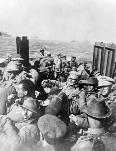 Anzac troops return to Gallipoli by picket boat after a rest in Lemnos. Ww1 Pictures, Ww1 Photos, World War One, First World, Gallipoli Campaign, Flanders Field, Anzac Day, History Online, American Civil War