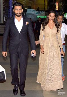 So this is how great this outfit is. Without the dupatta and jewellery. Sabyasachi Mukherjee.