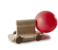 If there's one thing I should have obsessivly started making and collecting when I was younger, it should have been small, wooden cars. Perhaps it's not too late to begin *grabs log and chisel*, but in the meantime there are people like Matteo Ragni who thought it might be a good idea to gather 100 …