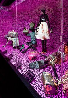 Louis Vuitton - Marc Jacobs, at the Musée des Arts Décoratifs, Paris Window Display Design, Shop Window Displays, Store Displays, Retail Displays, Visual Merchandising Displays, Visual Display, Retail Windows, Store Windows, Boutiques
