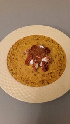 Pompoen Ovengebakken havermout met pompoen amandelmelk kaneel kokosolie en lijnzaad. Topping griekse yoghurt met amandelpasta pecanoten en walnoten