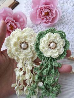 Watch The Video Splendid Crochet a Puff Flower Ideas. Wonderful Crochet a Puff Flower Ideas. Beau Crochet, Crochet Puff Flower, Crochet Leaves, Crochet Flower Patterns, Thread Crochet, Crochet Designs, Crochet Flowers, Freeform Crochet, Crochet Simple