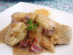Ingredientes :     1 Pollo entero   1 Cebolla   1 puñado de Almendras   1 taco de Jamón   2 Huevos   5 dientes de Ajo   Perejil   3 Rodaja...