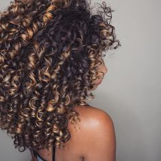 95 easy on the go hairstyles for naturally curly hair - Hairstyles Trends Ombre Curly Hair, Colored Curly Hair, Curly Hair Tips, Curly Hair Styles, Natural Hair Styles, Big Natural Hair, Highlights Curly Hair, Gorgeous Hair, Hair Looks