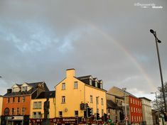 Fr.: La charmante petite ville de Galway.  --------------------------------------  En.: Galway, a charming city.   --------------------------------------  L'article sur que faire en Irlande: http://www.decouvertemonde.com/que-faire-en-irlande