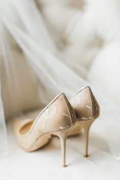 Nude lace pointed toe pumps: Wedding Dress: Alfred Angelo - http://www.stylemepretty.com/portfolio/alfred-angelo-2 Photography: Julie Bulanov Photography - www.bulanovphotography.com   Read More on SMP: http://www.stylemepretty.com/2017/01/25/glam-manhattan-wedding-planned-in-3-months/