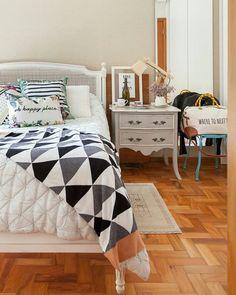 E o quarto lindo que está hoje no blog? Essa casa é de uma das sócias do @cosi_home com muitos detalhes cheios de charme. Somos fãs! Night night! #cdaquartos #quartos #bedroom #bedroomdecor #blogcasadasamigas #postdodia #night