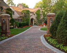 Traditional Landscape Design, Pictures, Remodel, Decor and Ideas – page 12 - front yard landscaping ideas curb appeal Brick Paver Driveway, Driveway Entrance, Circular Driveway, Driveway Landscaping, Driveway Ideas, Landscaping Ideas, Landscaping Software, Permeable Driveway, Cobblestone Driveway