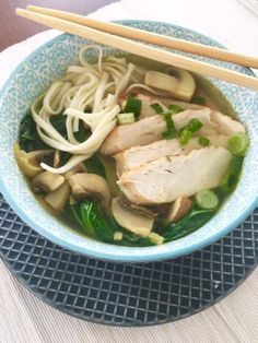Japanese noodle soup with chicken and vegetables (noodle soup) Nice recipes - Azië - Heerlijke meal Vegetable Noodle Soup, Soba Noodles, Chicken And Vegetables, Wok, Food Porn, Tasty, Favorite Recipes, Japanese, Healthy Recipes