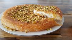 Knafeh or Kanafeh is super delicious middle eastern dessert that made of kadayif, cheese and syrup. If you never tried it, now it's the time! MORE DESSERT RE. Lebanese Desserts, Lebanese Recipes, Turkish Recipes, Knafeh Recipe Lebanese, Persian Recipes, Arabic Dessert, Arabic Sweets, Arabic Food, Turkish Dessert