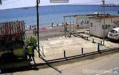Крым. Рыбачье. Пустота. ФОТОФАКТ http://ukrainianwall.com/blogosfera/krym-rybache-pustota-fotofakt/  Крым. Рыбачье. Воскресенье, июль. Наши дни. Помню, как в подобное время лет 10-15 назад я там искал свободный кусочек пляжа, переступая через туристов с ма-а-асковским акцентом, а на этой дороге
