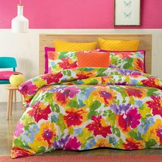 Bring the outdoors indoors with the cheerful Candice quilt cover set