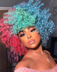 How to style afro kinky hairstyles for Afro carribean women with natural hair. From big afro styles, curly twist outs, afro up-do's and Dyed Natural Hair, Natural Hair Tips, Dyed Hair, Natural Hair Styles, Afro Kinky Hairstyles, Baddie Hairstyles, Pretty Hairstyles, Easy Hairstyles, Big Hair