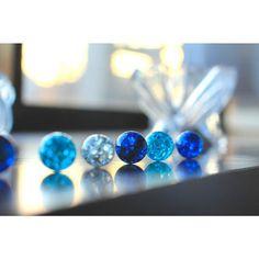 ビー玉を焼くとまるで宝石のよう!ヒビ割れたビー玉でアクセサリーを作ろ♪ | CRASIA(クラシア) Glass Earrings, Stud Earrings, Magical Jewelry, Resin Molds, Pretty Cool, Shades Of Blue, Diy And Crafts, Beaded Bracelets, Swans