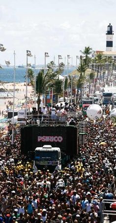Saiba tudo sobre como funciona o carnaval na Bahia | TudoMundo.com.br
