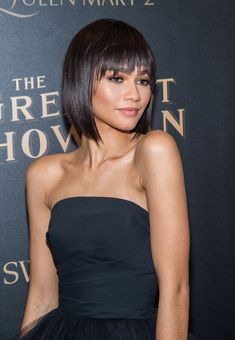 27 Angled Bob Hairstyles Trending Right Right Now for 2019 - Style My Hairs Zendaya Coleman, Bob Hairstyles With Bangs, Straight Hairstyles, Pelo Corto Victoria Beckham, Medium Hair Styles, Curly Hair Styles, Afro Chic, Long Layered Hair, Hair Trends