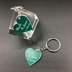Porte de clé cadeau de mariage Gravé forme de coeur – Acrylique bi-couche Vert et Blanc – Imprimerie ICB Gravure Laser, Grave, Drop Earrings, Silver, Jewelry, Printing, Heart Shapes, Key Pouch, Green