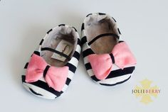 Baby Clothes: Adorable Black  White Striped Baby Girl Shoes With A Pink Bow