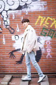 Wonwoo - V Low Tone Show special filming Naver x Dispatch Jeonghan, The8, Seventeen Wonwoo, Seventeen Debut, Seventeen Lyrics, K Pop, Banda Kpop, Vernon Chwe, Hip Hop