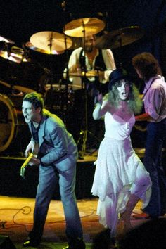Lindsey Buckingham and Stevie Nicks on stage with Mick Fleetwood playing drums Stevie Nicks Lindsey Buckingham, Buckingham Nicks, Members Of Fleetwood Mac, Stevie Nicks Fleetwood Mac, Jim Morrison, Eric Clapton, Wedding Art, Her Music, What Is Love