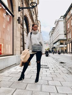 Ny väska från wakakuu new york outfits, naisten muoti, syysasut, lontoon mu Chic Outfits, Winter Outfits, Fashion Outfits, Womens Fashion, New York Outfits, Vogue Fashion, Outfit Goals, Mode Inspiration, London Fashion