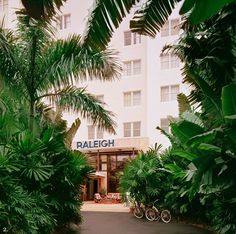 Tablet Hotels does Miami - The Raleigh Hotel