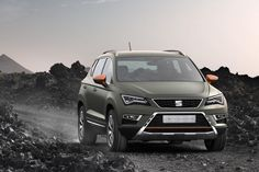 Seat's release about the Ateca is complete,but the Ateca is already sell out! A new concept-version will be presented in Paris this October. It's the Seat Ateca X-Perience. Seat known people already know the first X-Perience by the Leon. The X-Perience edition tries to inspire the customers with his more looking 4x4 design. Also the Ateca becomes an improved all-terrain system to be more offroad in challenges. But remember: It's a concept, so we don't know if this edition will happend, but…
