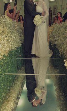 Passarela de Espelho: deslumbrando a decoração de casamento | Noivas do Brasil Dream Wedding, Wedding Day, Sim, My Dream, Wedding Decorations, Weddings, Wedding Things, Mermaid Dress Wedding, Mother Bride